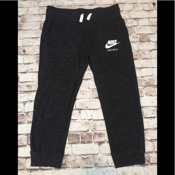 EUC Nike capri joggers
